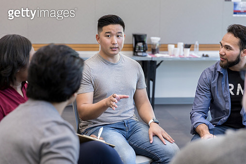 Mid adult veteran shares as unrecognizable therapist takes notes - gettyimageskorea