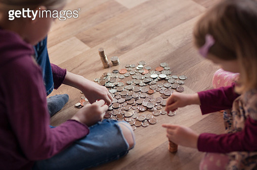 Two children counting out pocket money - gettyimageskorea