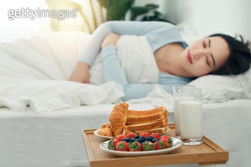 Young women and breakfast - gettyimageskorea