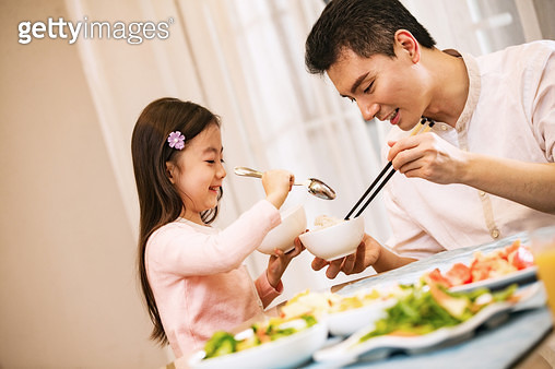 Father and daughter at dinner - gettyimageskorea