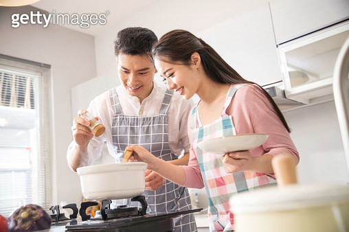 The young couple soup in the kitchen - gettyimageskorea