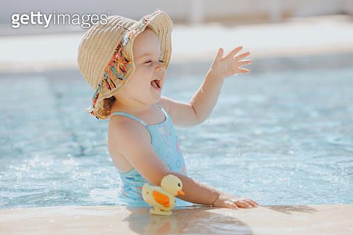 Happy laughing toddler girl having fun in a swimming pool - gettyimageskorea