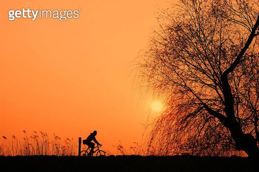 자전거 탄 풍경,라이딩 - gettyimageskorea