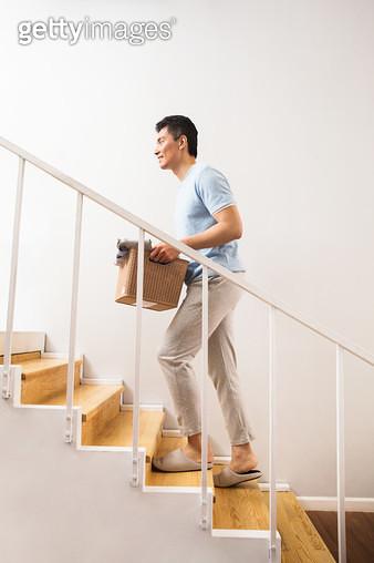 Young men doing housework - gettyimageskorea