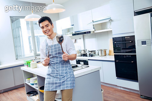 The young man in the kitchen - gettyimageskorea