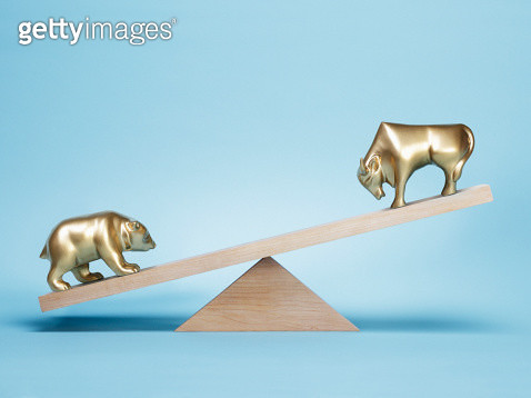 Bear and bull on weight scale - gettyimageskorea