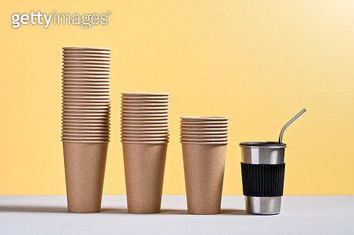 Reusable Coffee Cup Helps Reduce Paper Cup Usage - gettyimageskorea