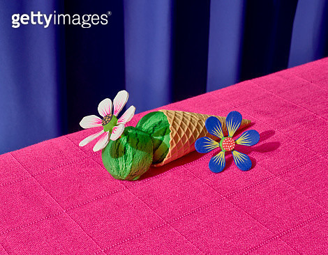 Mexican feast. A green icecream over a pink tablecloth decorated with handcrafted wooden flowers. - gettyimageskorea