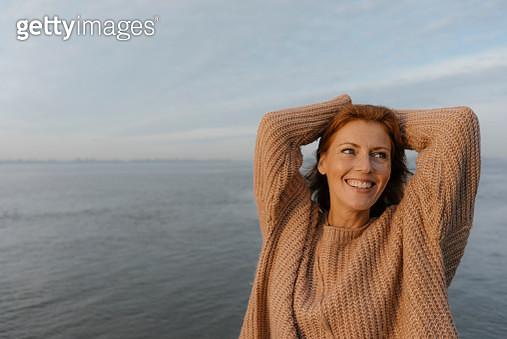 Germany, Hamburg, happy woman at the Elbe shore - gettyimageskorea