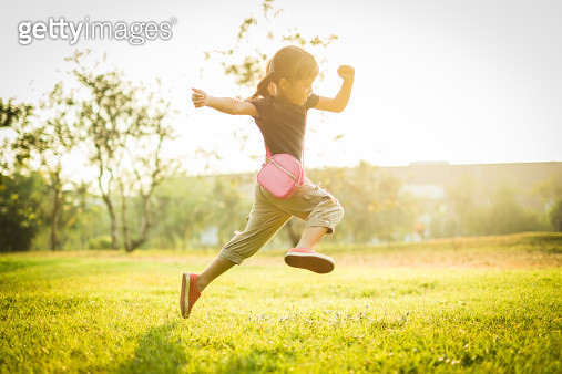 A Lifely Girl in The Park - gettyimageskorea