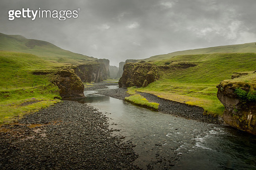 small foggy canyon iceland - gettyimageskorea