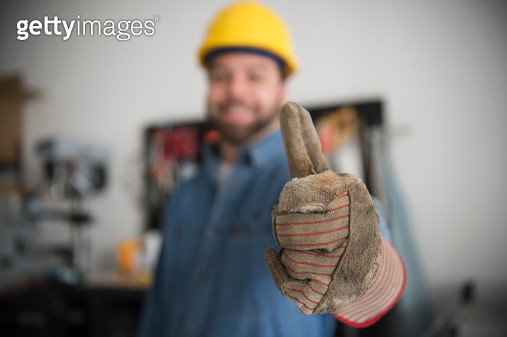 USA, New Jersey, Jersey City, Construction worker with thumb up - gettyimageskorea