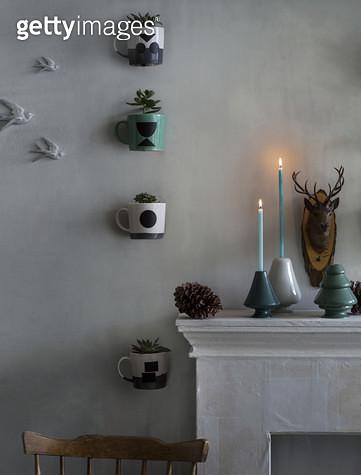 벽난로,촛대,화분 - gettyimageskorea