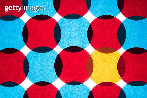 Overlapping Circle Paper Pattern of Red and Blue. Yellow Colored Paper Standing Out From the Crowd. Directly Above Shot. - gettyimageskorea