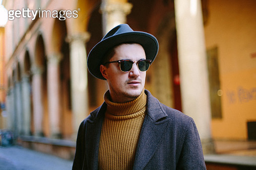 Portrait of a young man in hat and sunglasses - gettyimageskorea