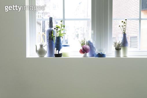 창문,인테리어,창틀,유리병 - gettyimageskorea