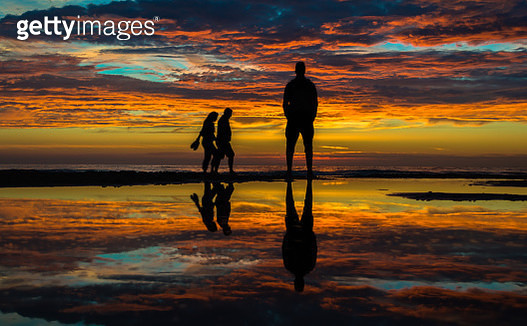 Silhouette reflection at the beach - gettyimageskorea