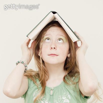 Girl & book - gettyimageskorea