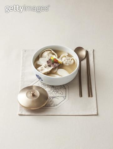 한국음식,떡국,만두국,그릇 - gettyimageskorea