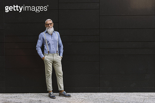 Senior Hipster Wearing Casual In City - gettyimageskorea