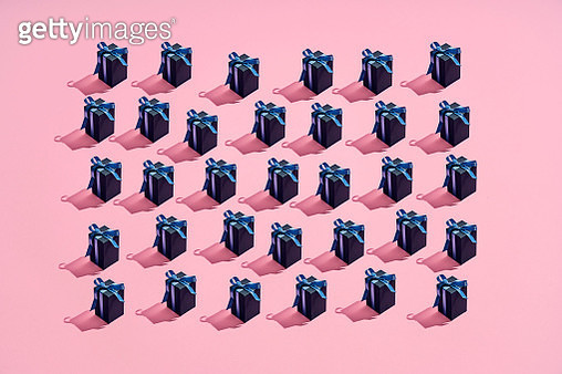 Large group of presents with blue ribbons placed in a pattern on a colored background - gettyimageskorea
