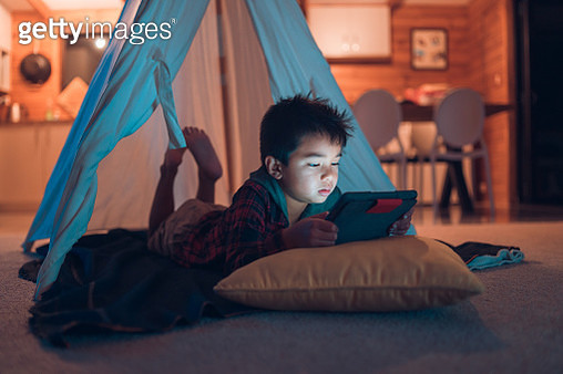 Kid at home spending time on smart device. - gettyimageskorea