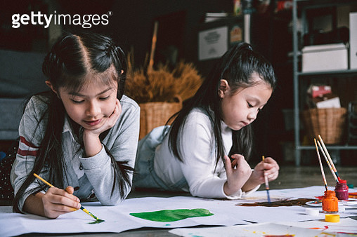 Close up of childern painting together - gettyimageskorea