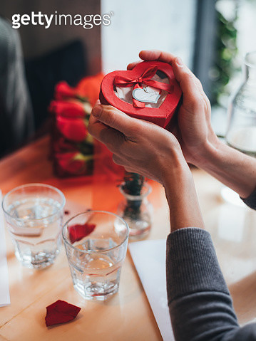 Valentine's Day date at the Bistro - gettyimageskorea