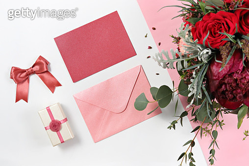 High Angle View Of Flowers And Gifts On Table - gettyimageskorea