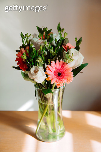 Bouquet of flowers, floral arrangement, flowers in vase, thinking of you, roses and gerbera daisy - gettyimageskorea