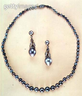 Black natural pearl necklace with natural pearl drop earrings/ surmounted by rose-cut diamonds - gettyimageskorea