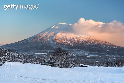 snow covered Yōtei-zan at sunset - gettyimageskorea