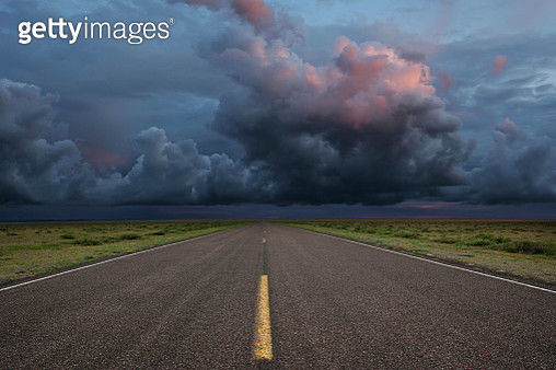 desert road with dramatic storm clouds (XXL) - gettyimageskorea