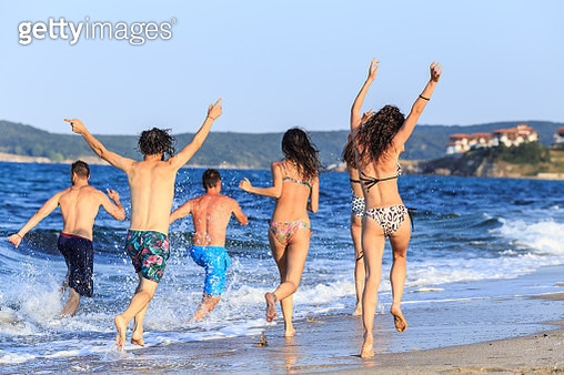 Friends having fun in the sea - gettyimageskorea