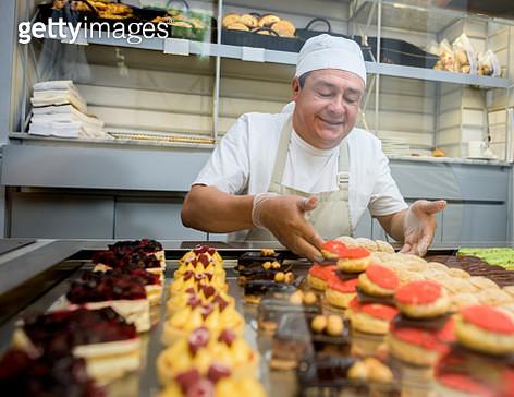 Happy man baking sweet treats - gettyimageskorea