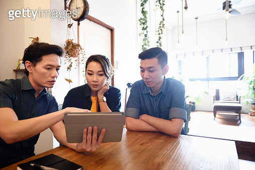 Young Chinese couple with a financial advisor at home - gettyimageskorea