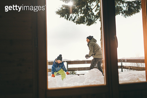 Snowball fight with dad - gettyimageskorea