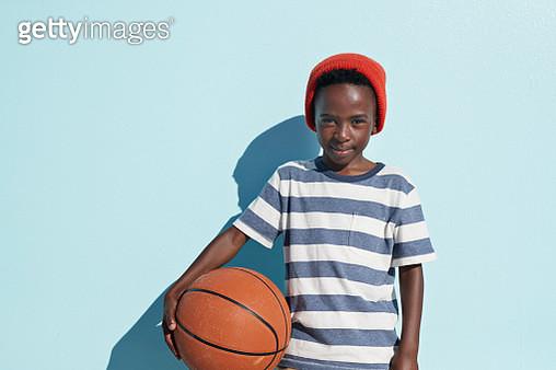 Portraits of joyful kids on blue backdrop, shot outside on a beach in sunlight - gettyimageskorea