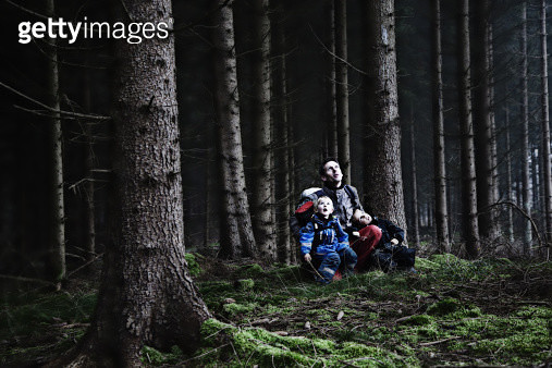 A male childcare worker teaching about nature at a Forest Kindergarten in Denmark. - gettyimageskorea