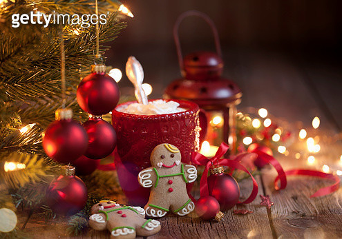 Christmas Gingerbread Man Cookies and Hot Chocolate - gettyimageskorea