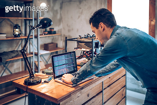 Setting up GPUs for blokchain technology - gettyimageskorea
