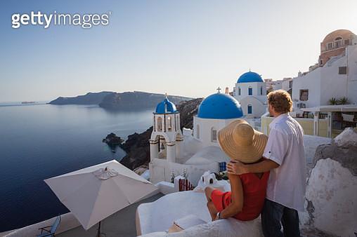 Adult couple on vacation in Santorini, Greece - gettyimageskorea