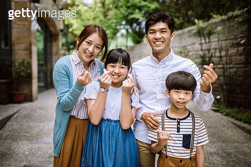 Happy Taiwanese Family Gathered Together - gettyimageskorea