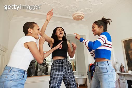 Young friends dancing and enjoying in bedroom - gettyimageskorea