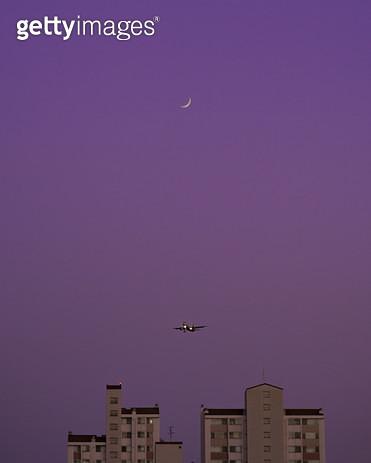 달과 비행기 - gettyimageskorea