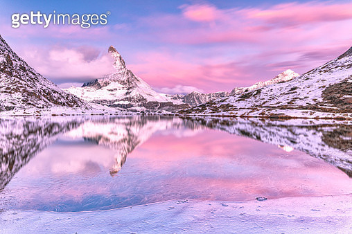 Sunrise on Matterhorn from Riffelsee lake, Zermatt, Switzerland - gettyimageskorea