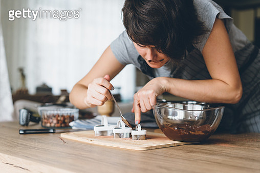 Young woman preparing chocolate - gettyimageskorea