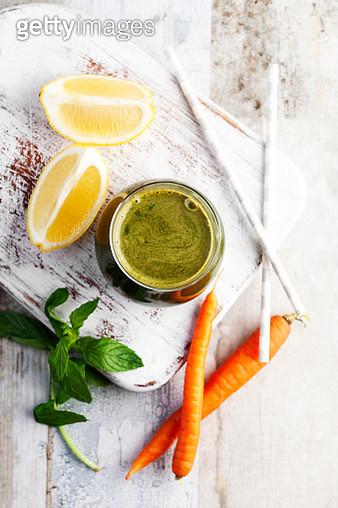Green smoothie,carrot Smoothie with mint,antioxidant,Detox juice,lemon juice - gettyimageskorea