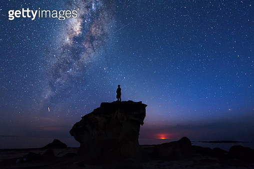 Silhouette Man Standing On Rock Formation Against Star Field At Night - gettyimageskorea