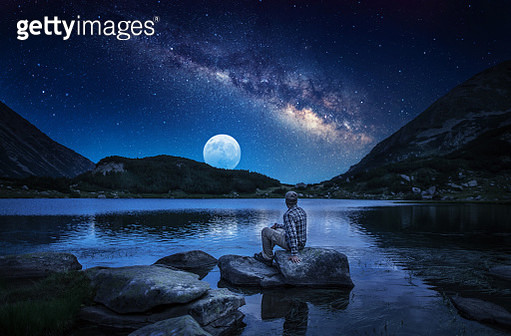 Watching majestic stars and milky way in the mountains at night - gettyimageskorea
